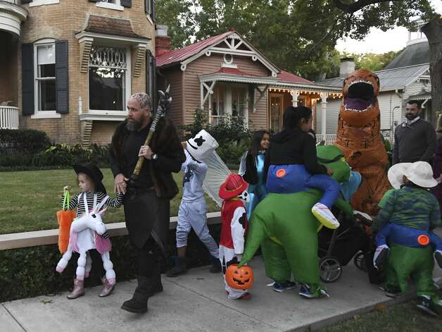 Trick-or-treaters crowd the sidewalk in the King William Historic District on Halloween night, Oct. 31, 2019. The neighborhood, located south of downtown, is one of the most popular trick-or-treating locations in San Antonio because the residents are generous and friendly. Photo: Billy Calzada/Staff Photographer