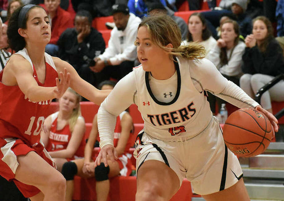 Edwardsville senior forward Kylie Burg, right, looks to drive baseline during the first half against Visitation on Saturday in the opening round of the Visitation Christmas Tournament. Photo: Matt Kamp|The Intelligencer