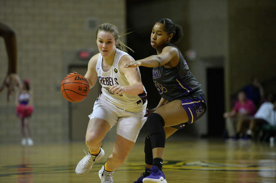 Lee High School's Paige Low dribbles against Midland High's Desiree Goodley on Jan. 15 at Chaparral Center. Photo: James Durbin/Reporter-Telegram / © 2018 Midland Reporter-Telegram. All Rights Reserved.