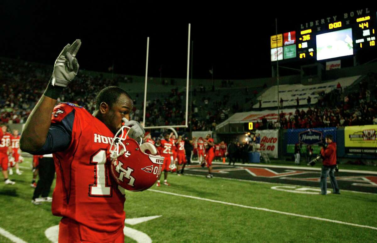 Willie Gaston's last game for UH was in the Liberty Bowl in 2006. He landed back at North Shore a couple of years later and is now one of the top coaching candidates in the state.