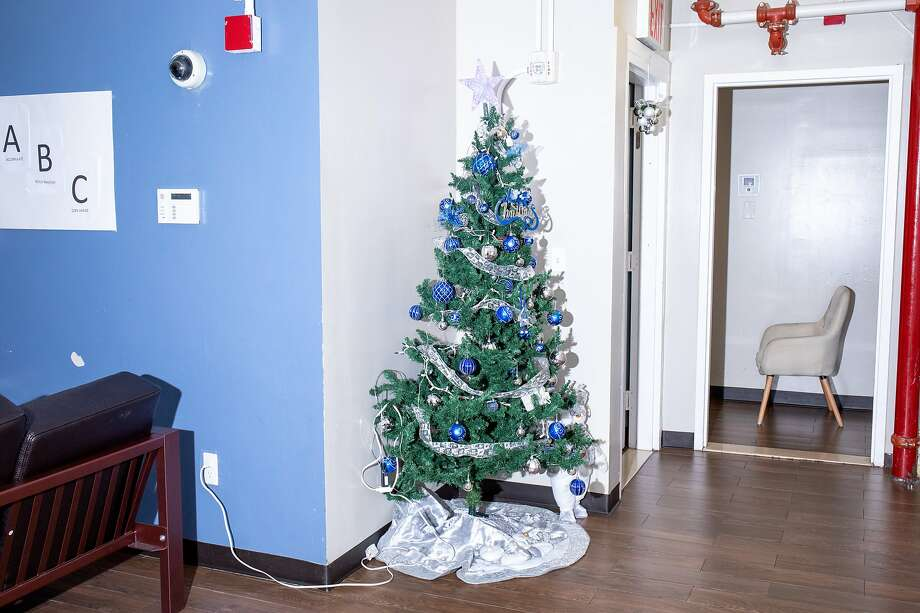 November 20 2019. Queens New York. A christmas tree at the Astoria location.   In New York City, some youth home programs offer alternatives to youth incarceration, in an attempt to create a rehabilitation as opposed to punitive model for youth in the criminal justice system. On Tuesday afternoon, the Chronicle was given a tour of two Sheltering Arms shelter locations in Queens New York. Photo: Natalie Keyssar / Special To The Chronicle