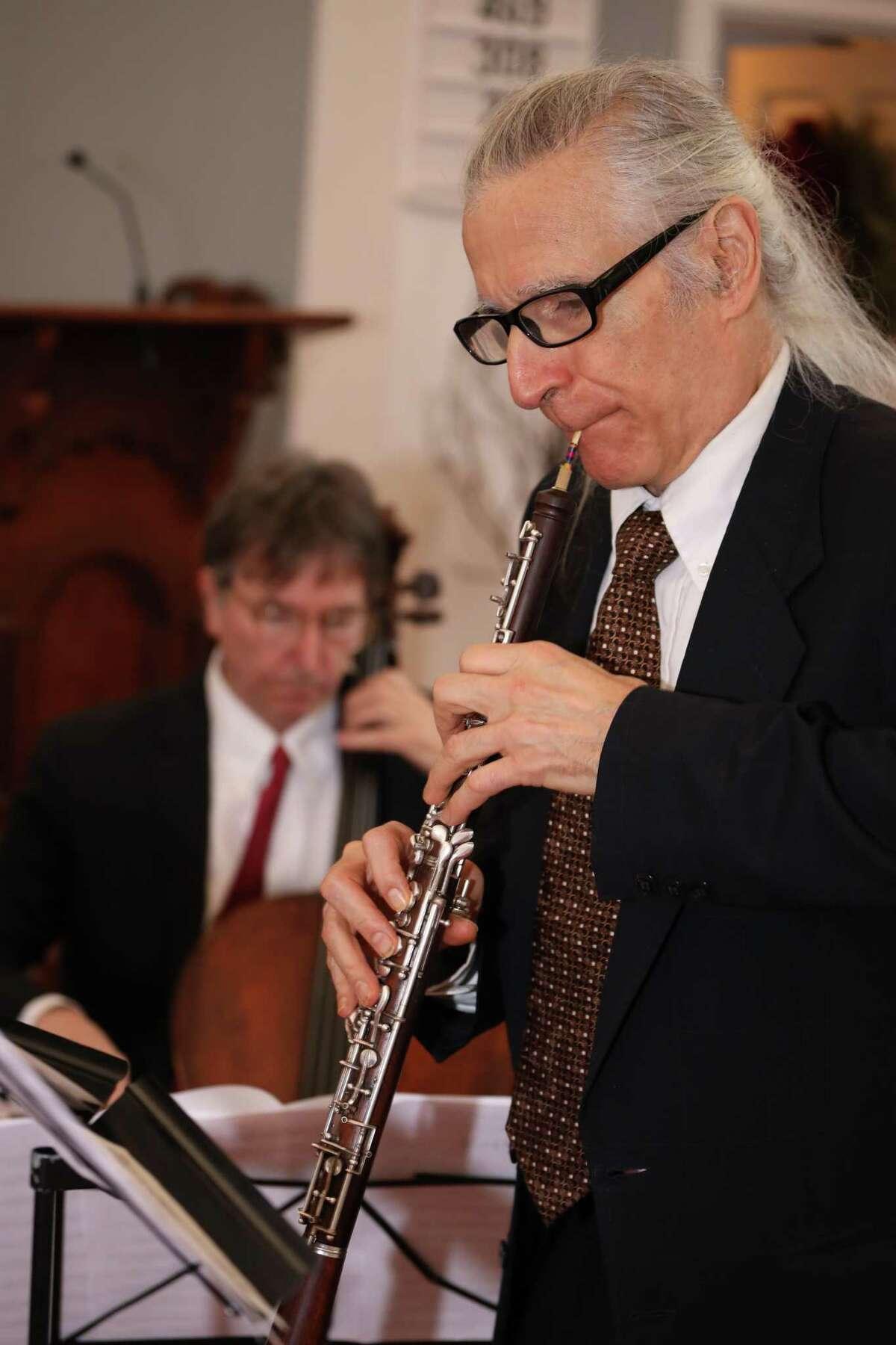 Gerard Reuter on oboe.