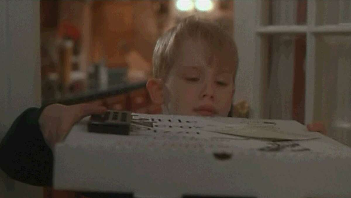 Macaulay Culkin orders a cheese pizza just for him in