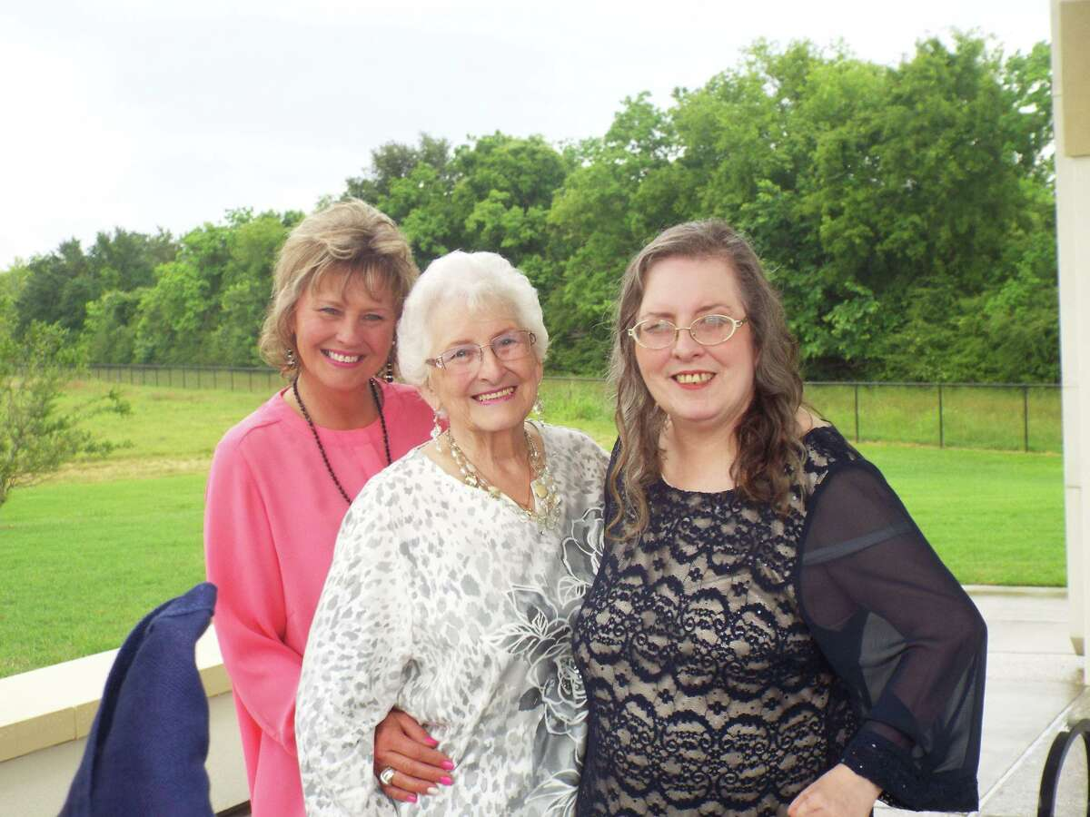 Cindy Cates, right, with her sister Shelly Ruttiger and their mother Dolly Davis.