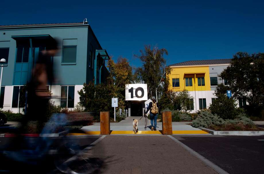 Menlo Park will increase its minimum wage to $15 from $11 for small employers and $12 for large employers. Photo: JOSH EDELSON/AFP Via Getty Images