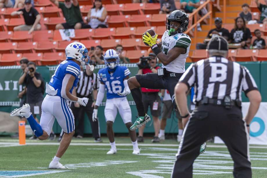 Hawaii's Jared Smart makes one of his two first-quarter touchdown receptions in a Hawaii Bowl win over BYU. Photo: Eugene Tanner / Associated Press