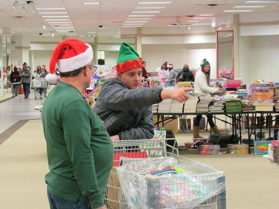 A pair of shoppers participate in Midland Area Toys for Tots distribution day, Saturday, Dec. 14. (Victoria Ritter/vritter@mdn.net)