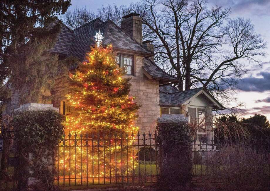 A Darien home shows a Christmas spirit. Taken on Sunday, Dec. 15, 2019 in Darien, Conn. Photo: Bryan Haeffele / Hearst Connecticut Media / Hearst Connecticut Media