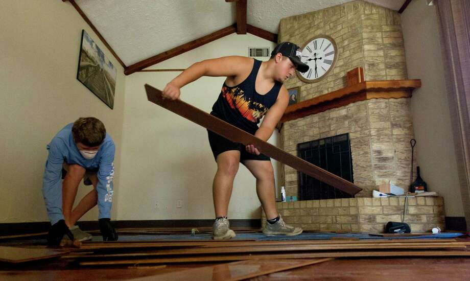 Caney Creek head football coach XXXX helps clean the home of Carolyn Pease, Saturday, Sept. 21, 2019, in Grangerland. Members of the Caney Creek High School football team helped members of the Grangerland community clean their homes following Tropical Depression Imelda. Photo: Jason Fochtman, Houston Chronicle / Staff Photographer / Houston Chronicle