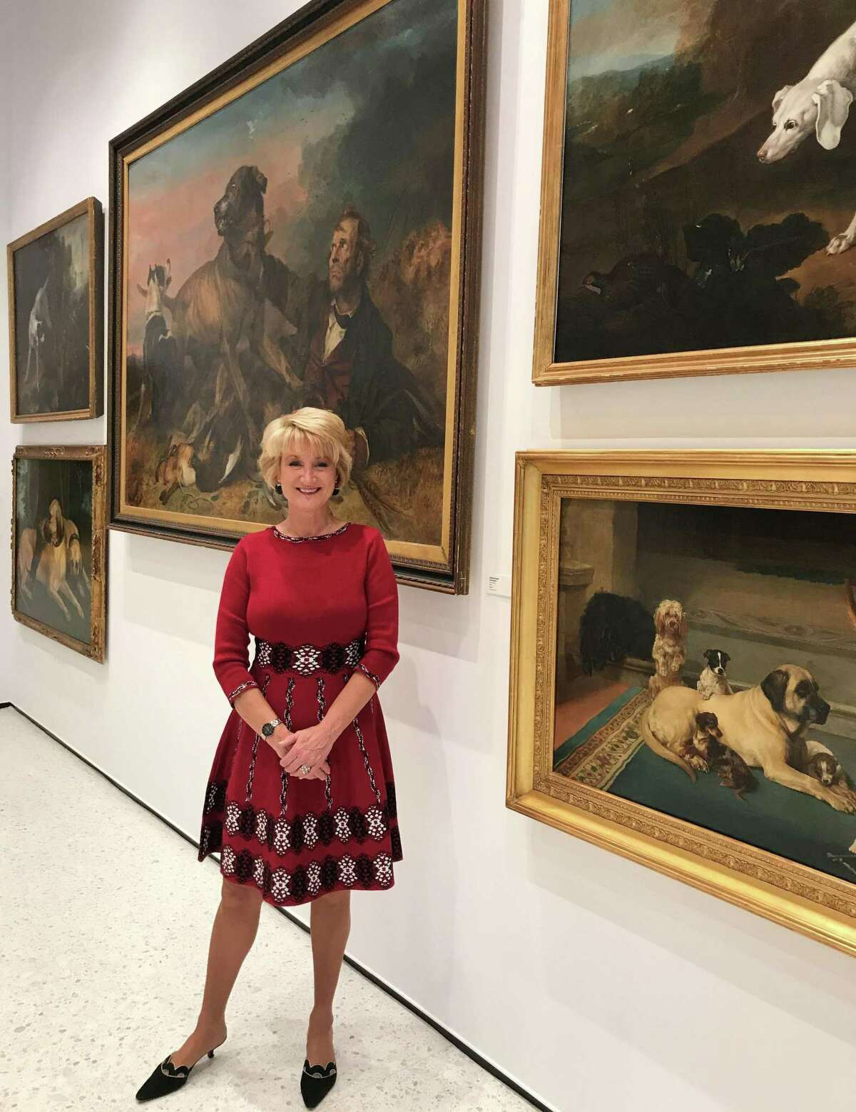 Leslie Mueller, at the American Kennel Club Museum of the Dog in New York City, has found a way to open mueum exhibits to art lovers across the country.