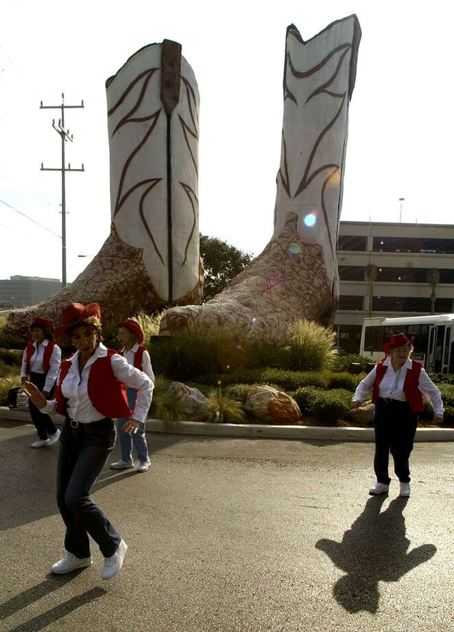 Bob Wade's giant cowboy boots were celebrated in 2004 on their 25th anniversary. Photo: San Antonio Express-News File Photo / SAN ANTONIO EXPRESS-NEWS