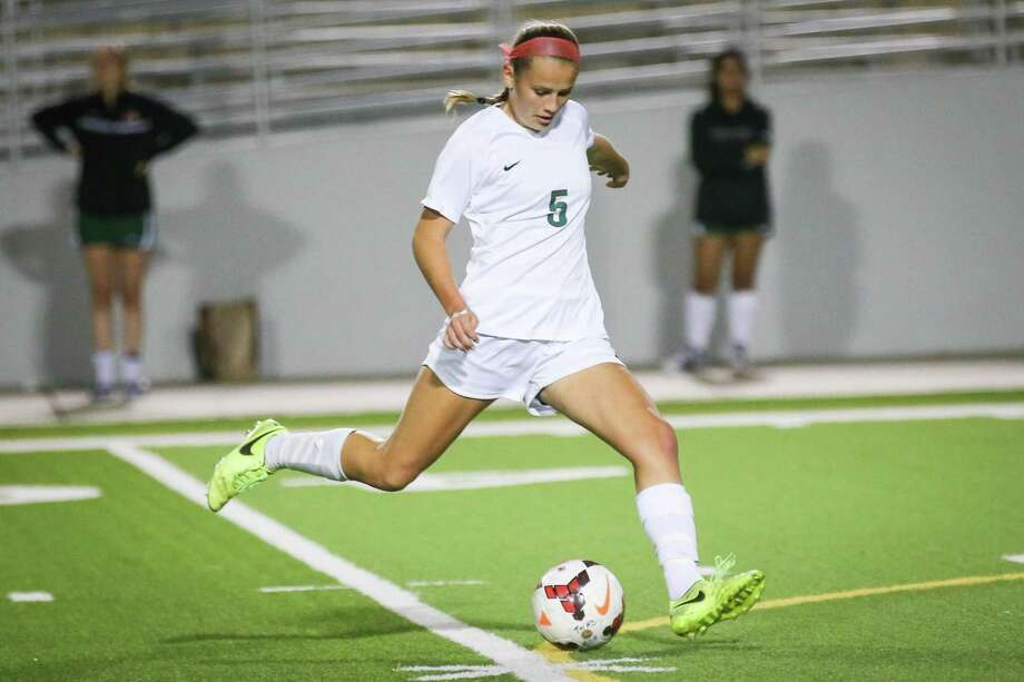The Woodlands' Katie Koehler (5) is expected to fill the spot in the midfield left by The Courier 2019 Player of the Year Peyton Graves. Photo: Michael Minasi, Staff Photographer / Houston Chronicle / © 2017 Houston Chronicle