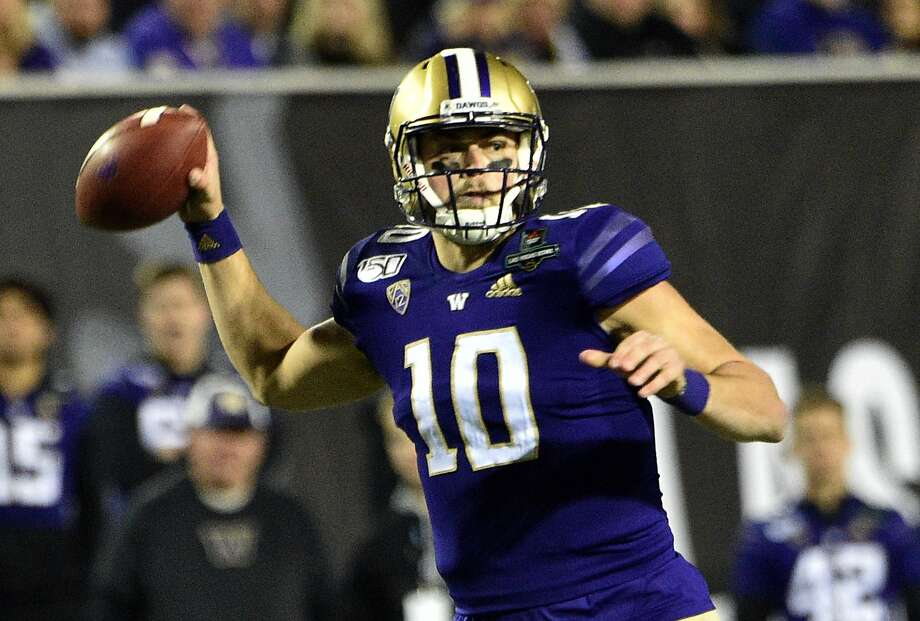 Washington quarterback Jacob Eason, a transfer from the University of Georgia, is coming out for the NFL draft. Photo: David Becker / Getty Images