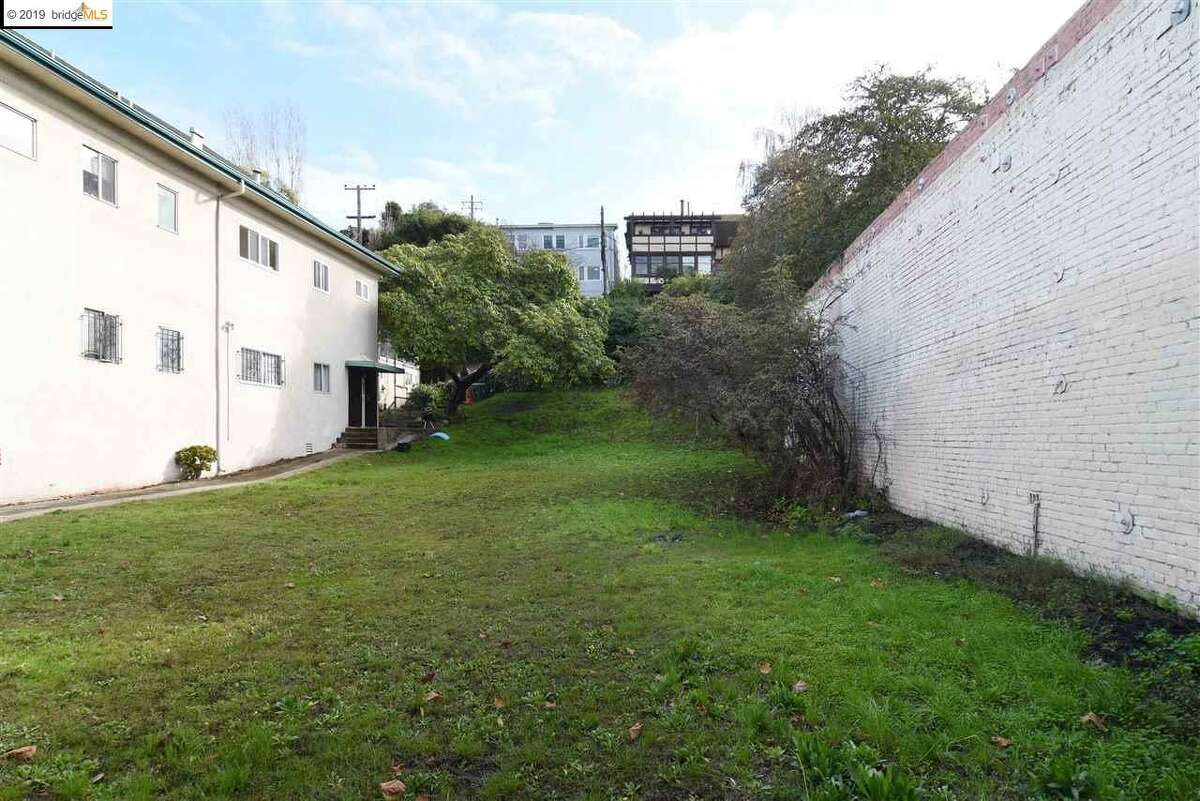 This empty lot east of Lake Merritt in Oakland is asking $1.695 million.
