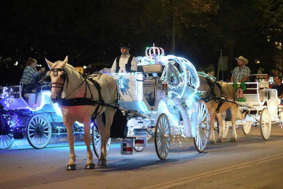 Since the 1980s, the downtown horse carriages have been a San Antonio staple. One local is trying to ban them. Photo: Tom Reel, San Antonio Express-News / Staff Photographer / **MANDATORY CREDIT FOR PHOTOG AND  SAN ANTONIO EXPRESS-NEWS/NO SALES/MAGS OUT/TV