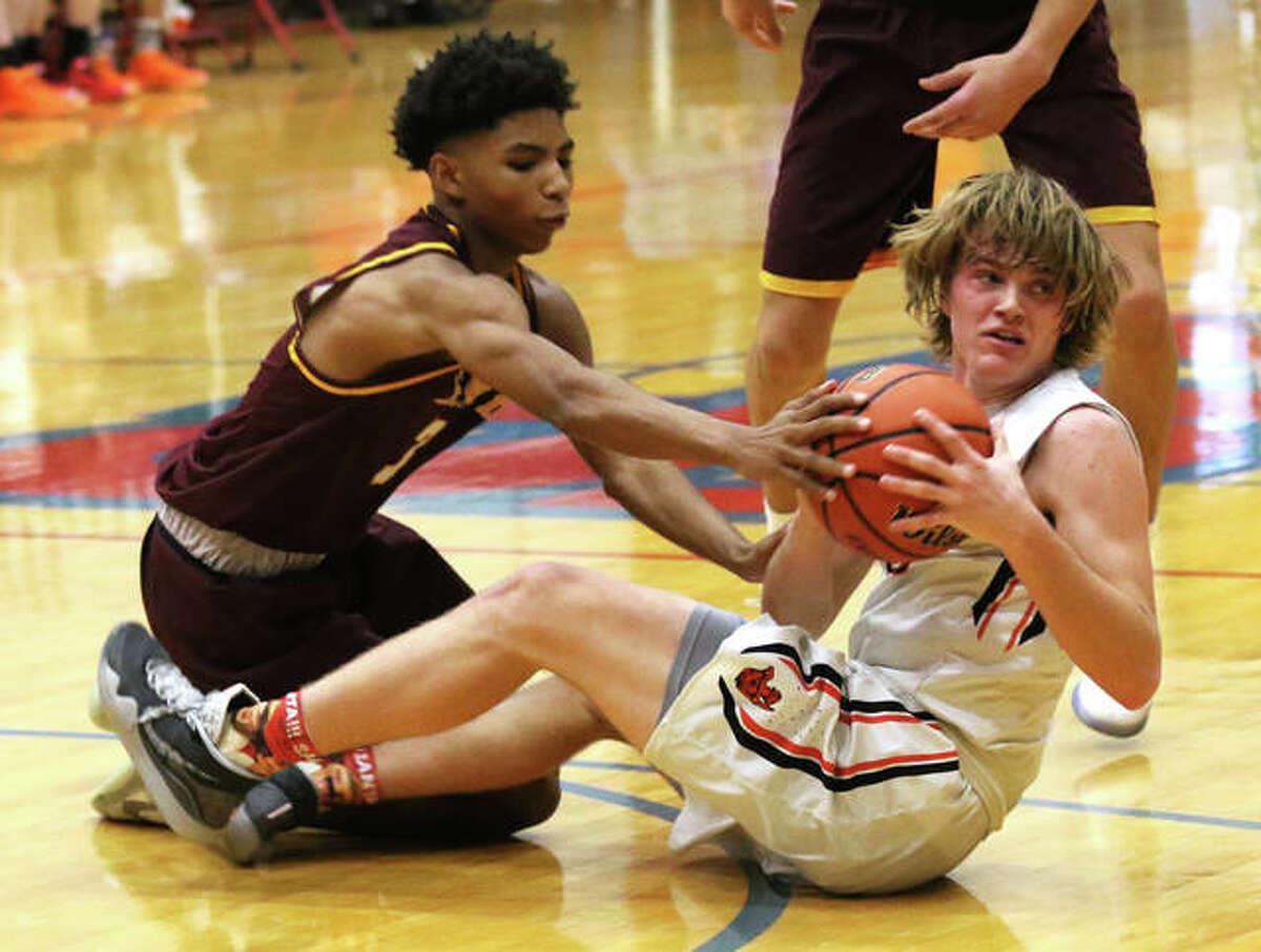 Gillespie's Frankie Barrett (right) and EA-WR's Ahmad Allen battle for a loose ball on Thursday at the Carlinville Tourney. Barrett was called for traveling on the play.