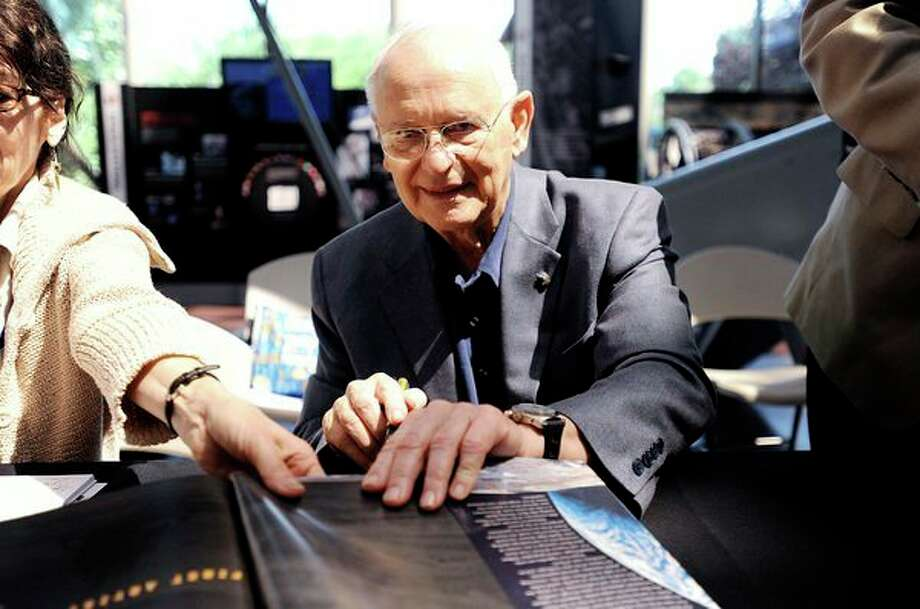 "Apollo astronaut Alan Bean signs his book, ""Painting Apollo: First Artist on Another World,"" at the Smithsonian Institution's National Air and Space Museum in Washington, D.C., Sunday, July 19, 2009. (Olivier Douliery/Abaca Press/TNS) / Abaca Press"