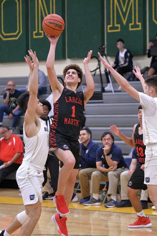 Chris Martinez is averaging a steal per game along with 5.6 points, 3.5 rebounds and 1.6 assists through 22 games in his first varsity season. Photo: Cuate Santos / Laredo Morning Times File / Laredo Morning Times