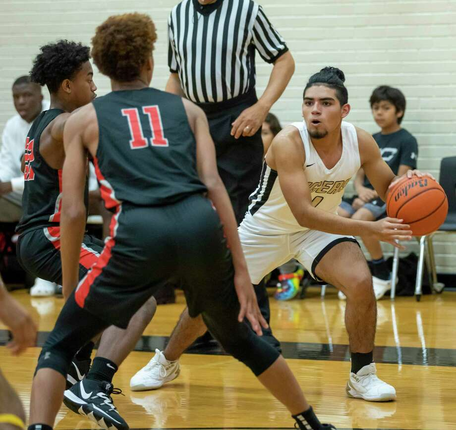 Waltrip guard Harrison Butler (22) and Waltrip forward Caleb Richardson (11) try to block Conroe player David Sanchez (1) from passing the ball at Conroe High School, Friday, Dec. 27, 2019. Photo: Gustavo Huerta, Houston Chronicle / Staff Photographer / Houston Chronicle
