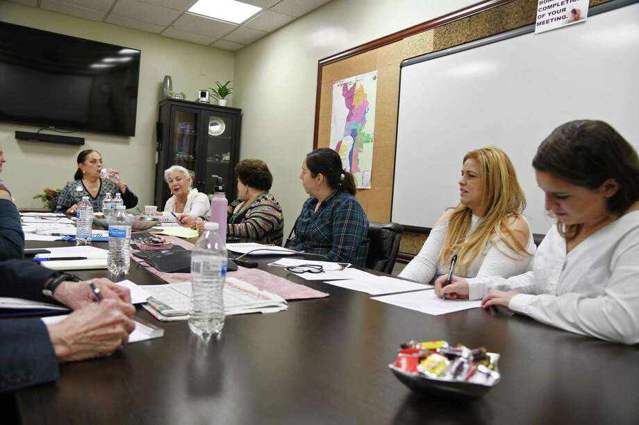 Miembros de la Comisión para la Mujer de Laredo discuten el año electoral 2020 durante una reunión en el Ayuntamiento, el viernes 27 de diciembre de 2019. Photo: Christian Alejandro Ocampo /Laredo Morning Times / Laredo Morning Times