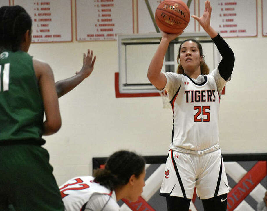 Edwardsville's Sydney Harris knocks down one of her career-high five 3-pointers during the first half Friday against Whitfield. Photo: Matt Kamp|The Intelligencer