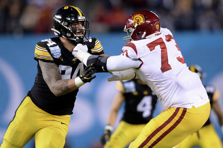 Iowa defensive end A.J. Epenesa, left, is blocked by Southern California offensive tackle Austin Jackson (73) during the first half of the Holiday Bowl NCAA college football game Friday, Dec. 27, 2019, in San Diego. Photo: Associated Press