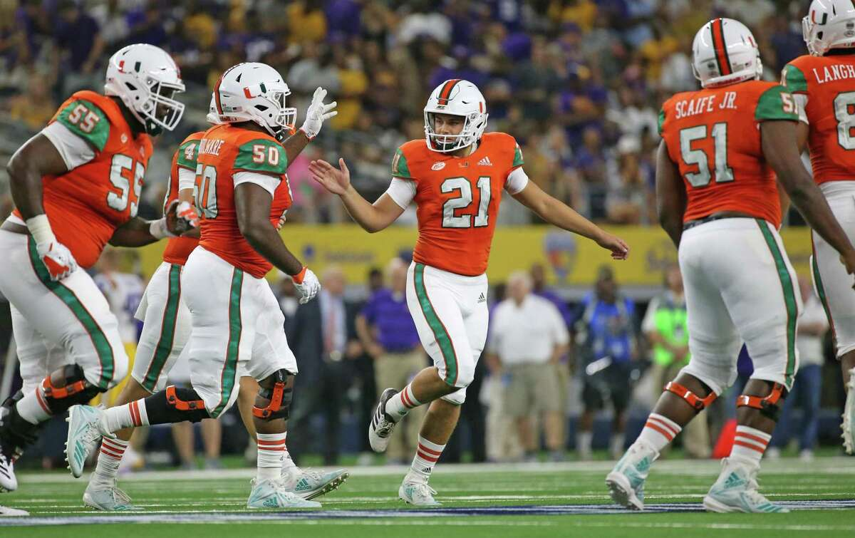 Miami Hurricanes place kicker Bubba Baxa (21) celebrates with teammates after scoring on a field goal in the first quarter against the LSU Tigers during the AdvoCare Classic on Sunday, Sept. 2, 2018 at AT&T Stadium in Arlington, Texas. (Al Diaz/Miami Herald/TNS)