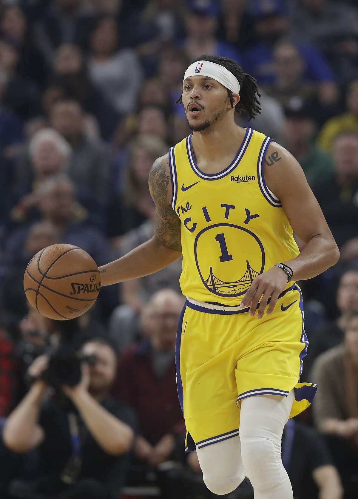 Golden State Warriors guard Damion Lee (1) against the Phoenix Suns during an NBA basketball game in San Francisco, Friday, Dec. 27, 2019. (AP Photo/Jeff Chiu)