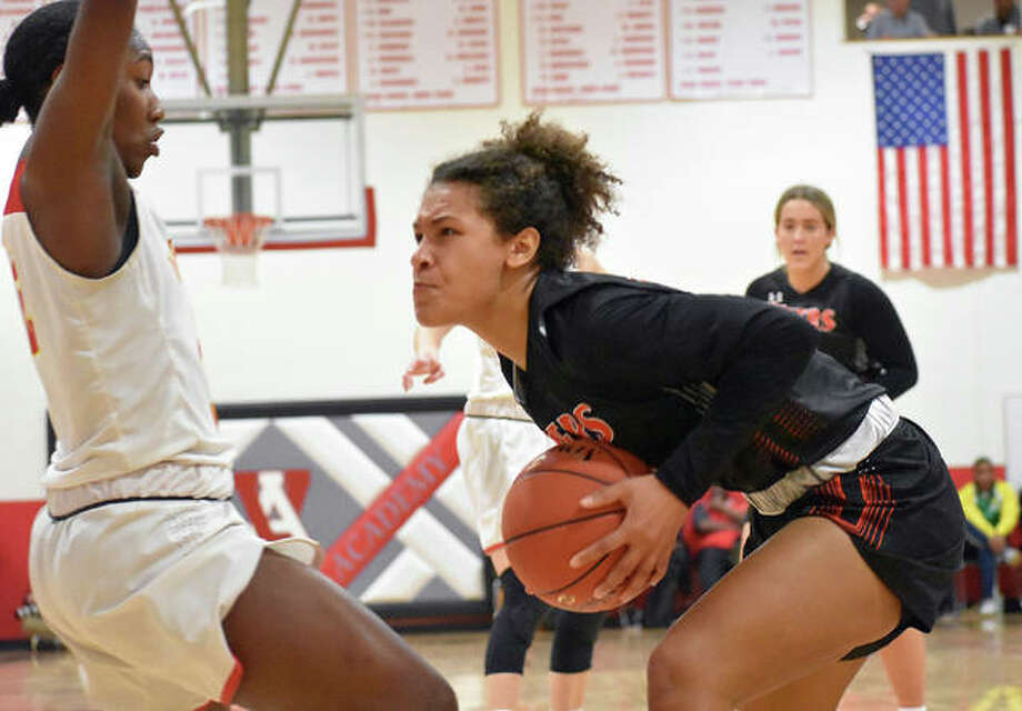 Edwardsville forward Maria Smith powers up before attempting a shot in the first half Saturday against Incarnate Word in the championship game of the Visitation Christmas Tournament. Photo: Matt Kamp|The Intelligencer