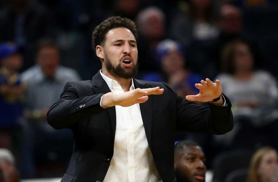 Injured Klay Thompson reacts on the bench after the Warriors made a basket against the Oklahoma City Thunder at Chase Center on November 25, 2019. Photo: Ezra Shaw/Getty Images