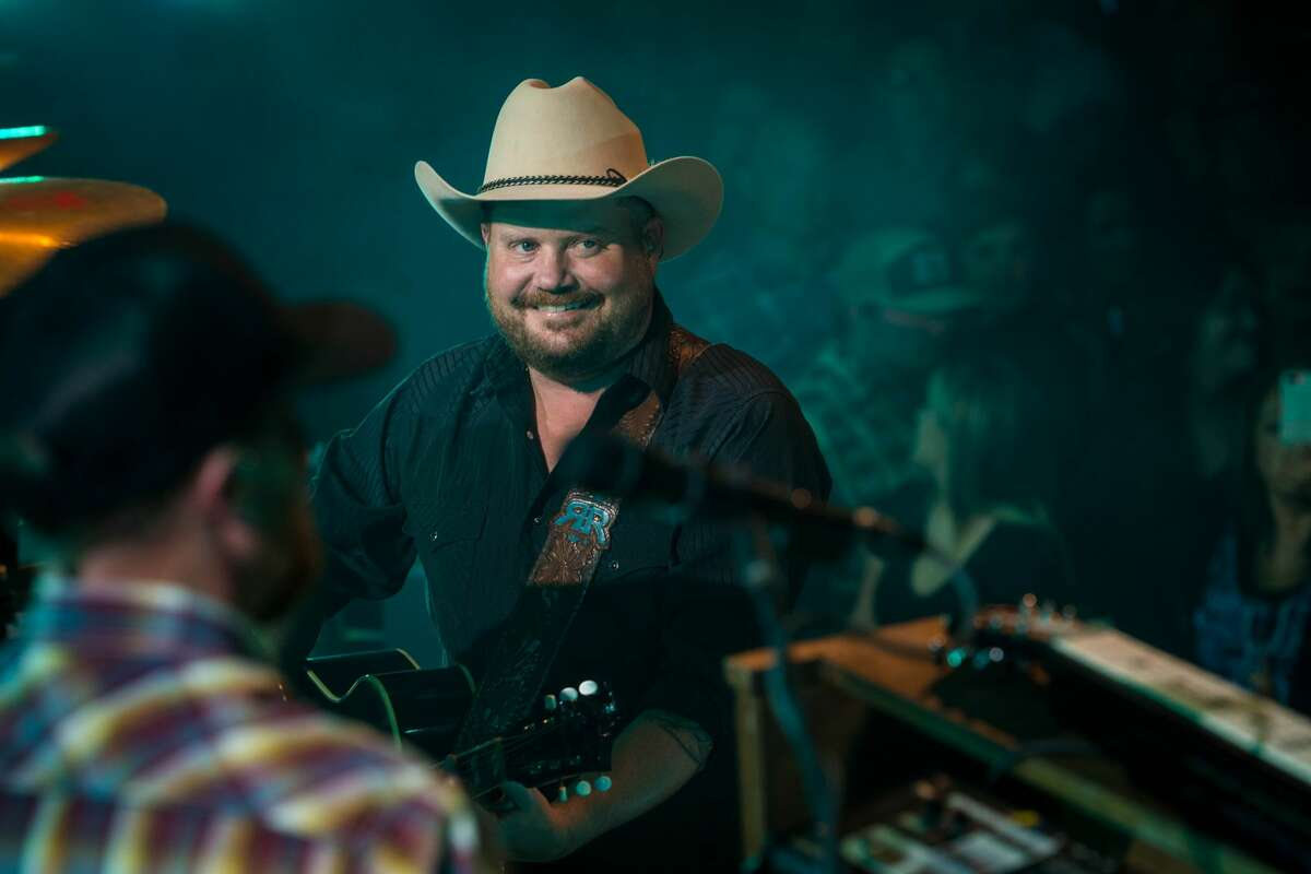 """On Wednesday, Gruene Hall announced on its Facebook page that country star Randy Rogers is going to perform an acoustic and """"intimate"""" show at the venue later this month."""