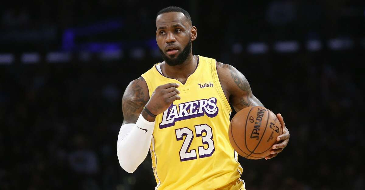 Los Angeles Lakers' LeBron James (23) dribbles during an NBA basketball game between Los Angeles Lakers and Los Angeles Clippers, Wednesday, Dec. 25, 2019, in Los Angeles. The Clippers won 111-106. (AP Photo/Ringo H.W. Chiu)