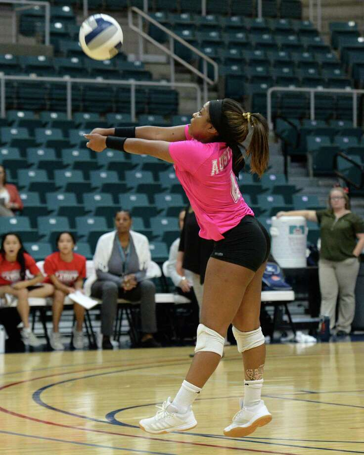Bailey Tillman (4) of Austin digs for a ball during the second set of a Class 6A Region III bi-district volleyball playoff match between the Seven Lakes Spartans and the Ft. Bend Austin Bulldogs on Tuesday, November 5, 2019 at the Leonard Merrell Center, Katy, TX. Photo: Craig Moseley, Staff / Staff Photographer / ©2019 Houston Chronicle