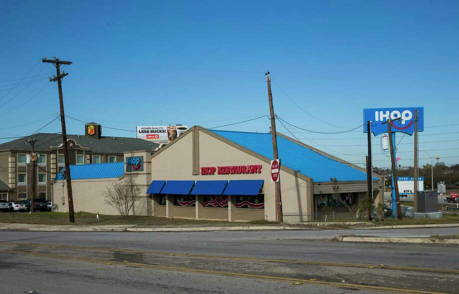 "Off duty SAISD detective Cliff Martinez was killed at this IHOP on Hot Wells Boulevard in San Antonio on Dec. 21, 2019. Martinez was working security at the location. According to SAISD's Facebook page, Martinez was a ""highly-respected"" officer who had worked with the district's police department for 28 years. Photo: Daniel Carde /Contributor / **MANDATORY CREDIT FOR PHOTOG AND SAN ANTONIO EXPRESS-NEWS/NO SALES/MAGS OUT/TV"