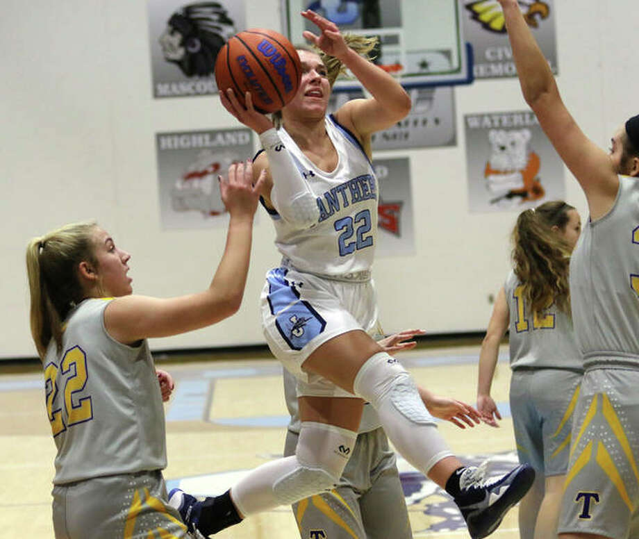 Jersey's Clare Breden (22) scored 14 points in Monday night's victory over Marquette in the championship game of the Jersey Holiday Tournament at Havens Gym. Breden was named the Tournament MVP. Photo: Greg Shashack | The Telegraph
