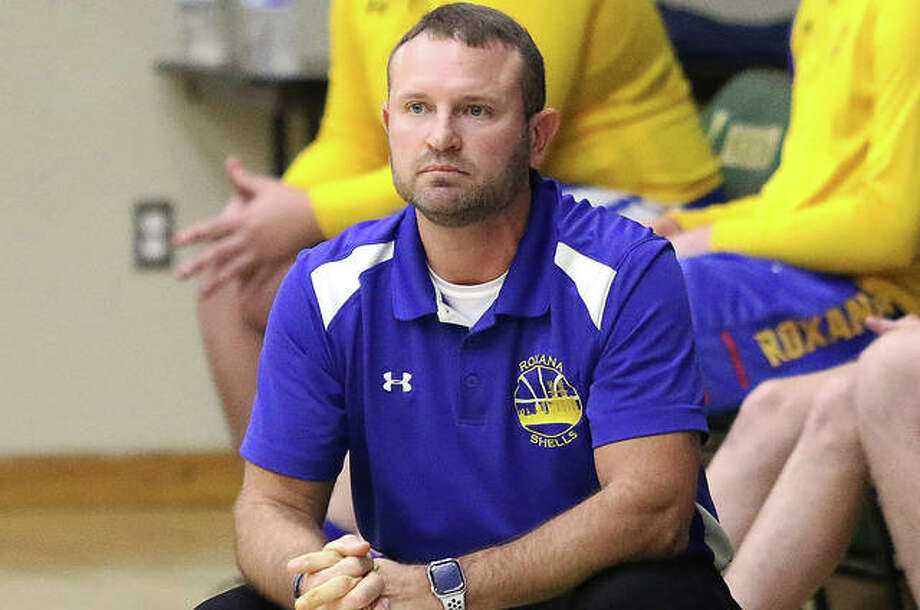 Roxana coach Mark Briggs' team went 2-2 at the Duster Thomas Hoops Classic and finished with an overtime victory over Meridian. Photo: Greg Shashack | The Telegraph