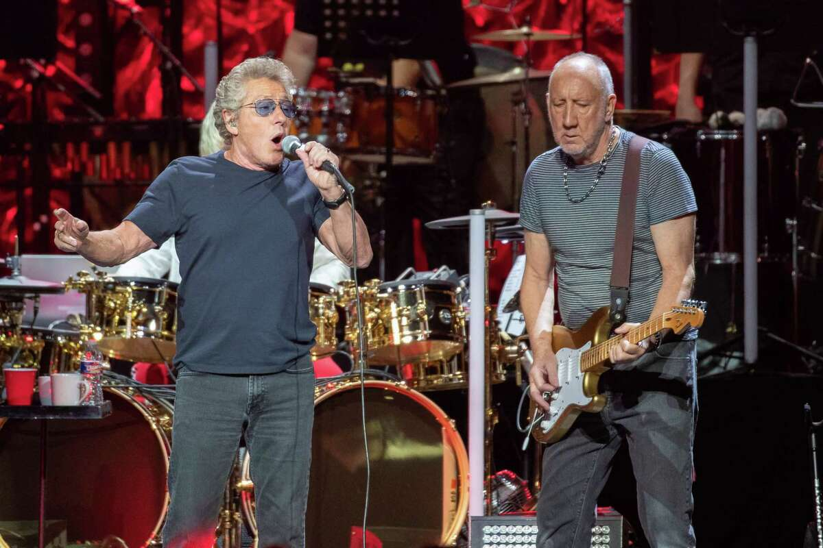 Roger Daltrey (L) and Pete Townshend of British rock band