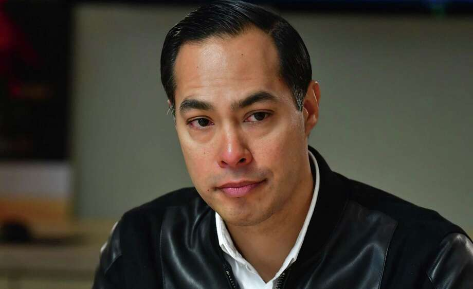 Julian Castro on Thursday  announced that he would immediately suspend his campaign for president of the United States. Photo: Frederic J. Brown /Getty Images / AFP or licensors
