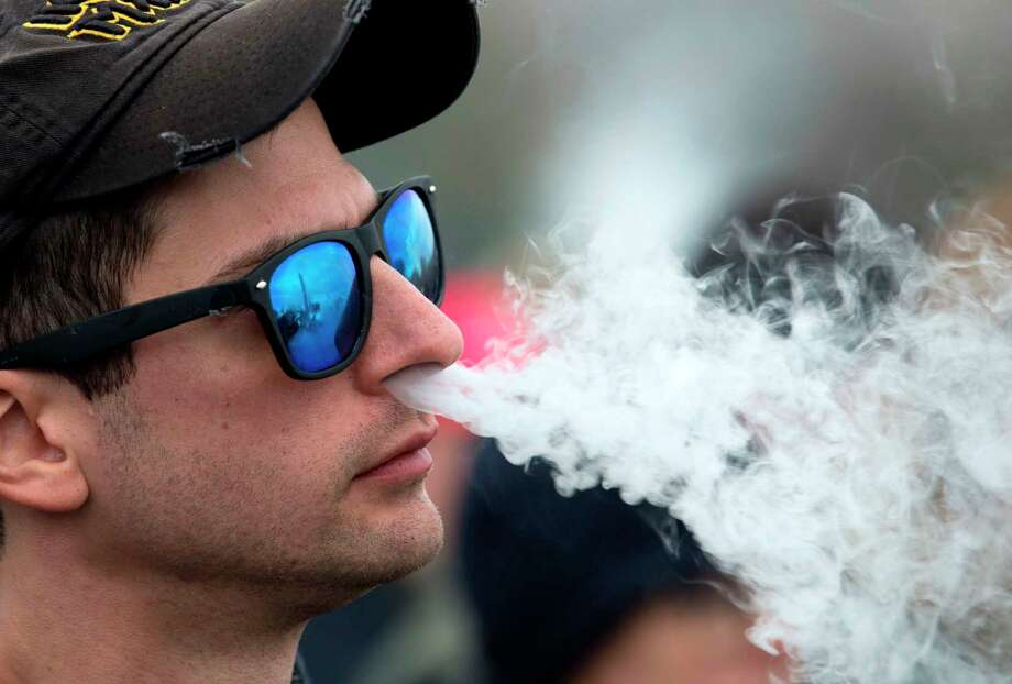 A demonstrator vapes during a consumer advocate groups and vape storeowners rally outside of the White House to protest the proposed vaping flavor ban in Washington, DC. Photo: Jose Luis Magana / Getty Images / AFP or licensors