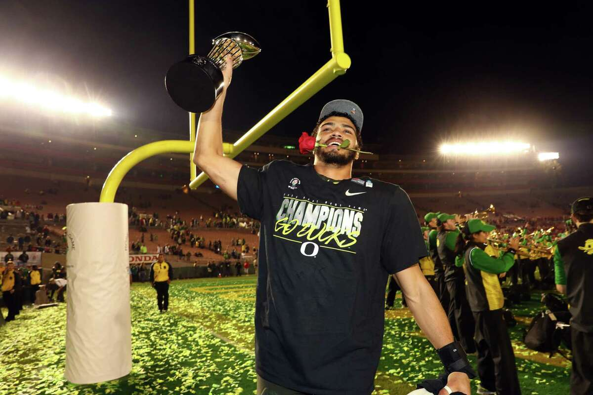 PAC-12 (4-3)Rose Bowl: Oregon beat Wisconsin, 28-27Alamo Bowl: Utah lost to Texas, 38-10Holiday Bowl: USC lost to Iowa, 49-24Sun Bowl: Arizona State beat Florida State, 20-14Las Vegas Bowl: Washington beat Boise State, 38-7 Redbox Bowl: California beat Illinois, 35-20Cheez-It Bowl: Washington State lost to Air Force, 31-21