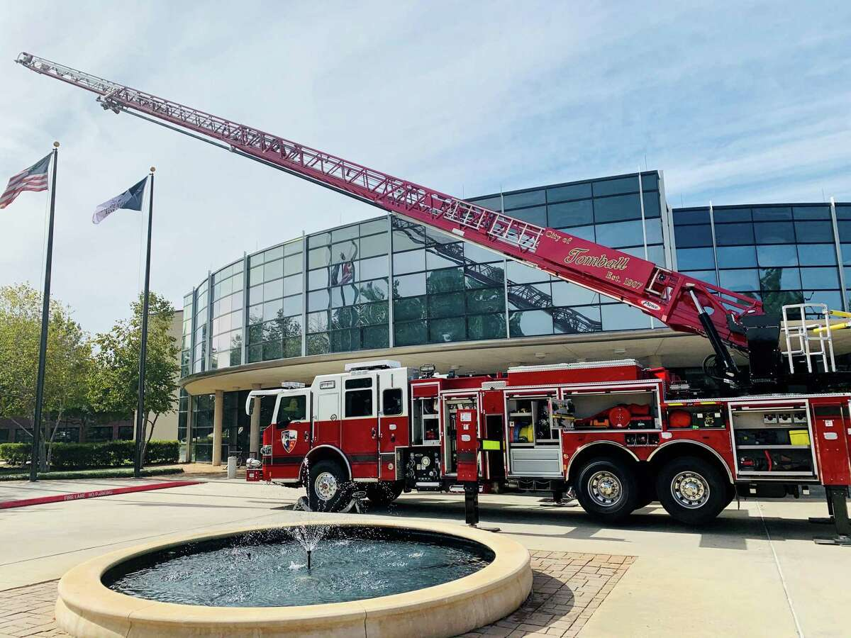 A fire truck visits Lone Star College-Tomball Community Library.