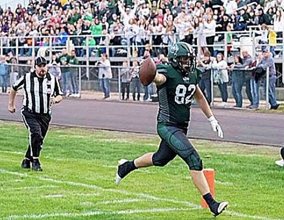 JT Warren scores a touchdown during the 2019 season. On Thursday, Jan. 2, Warren committed to Adrian and will begin his college football career as a Bulldog. Photo: Mark Birdsall/Huron Daily Tribune