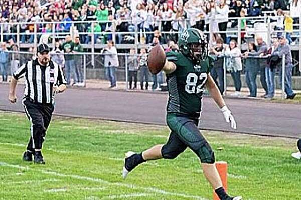 JT Warren scores a touchdown during the 2019 season. On Thursday, Jan. 2, Warren committed to Adrian and will begin his college football career as a Bulldog.