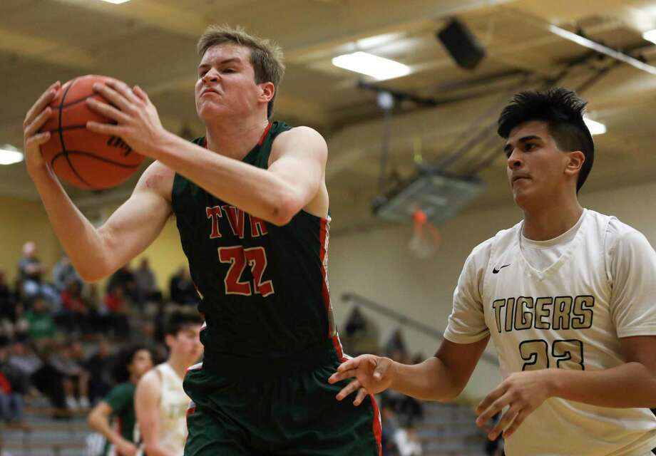 The Woodlands guard Brock Luechtefeld (22) grabs a rebound ahead of Conroe forward Noah Velazquez (33) during the second quarter of a District 15-6A high school basketball game at Conroe High School, Thursday, Jan. 2, 2020, in Conroe. Photo: Gustavo Huerta, Houston Chronicle / Staff Photographer / Houston Chronicle © 2020