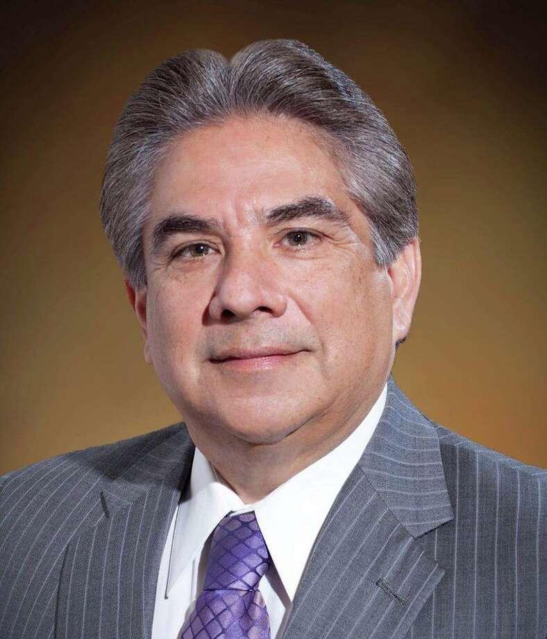 Danny Valdez está contendiendo contra el titular Tracy King, quien ha representado a los Condados de Webb y Zapata desde que se reasignaron los distritos en 2011. Photo: Imagen De Cortesía