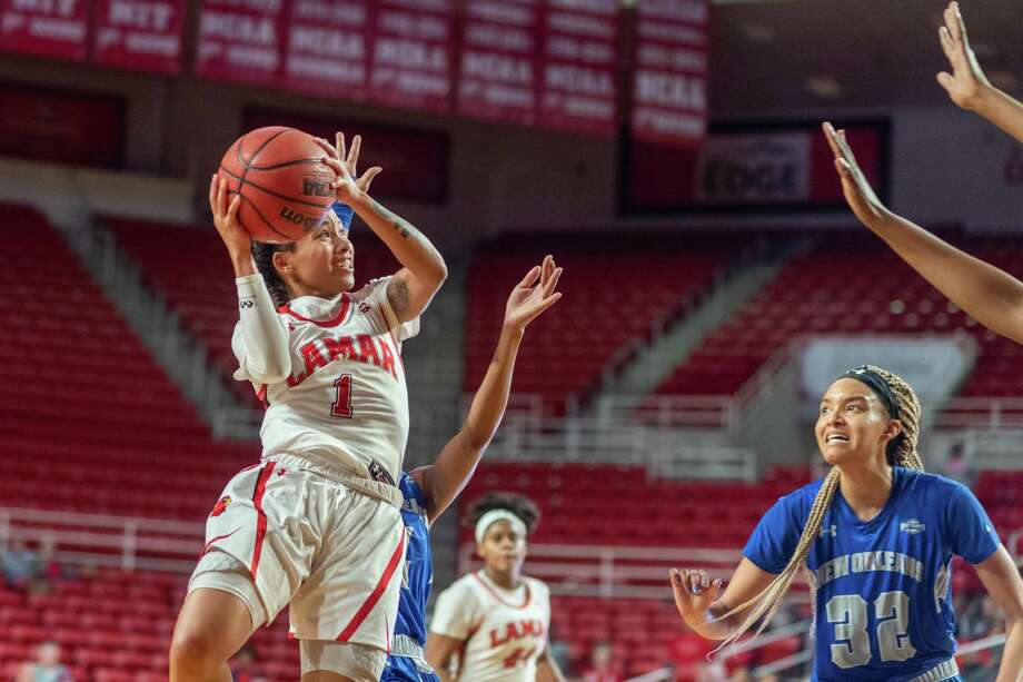 Jadyn Pimentel (1) puts up a buzzer beater at the end of the second quarter as the Lady Cardinals of Lamar took on the New Orleans Privateers at Montagne Center on Thursday, January 2, 2020. Fran Ruchalski/The Enterprise Photo: Fran Ruchalski/The Enterprise / 2019 The Beaumont Enterprise