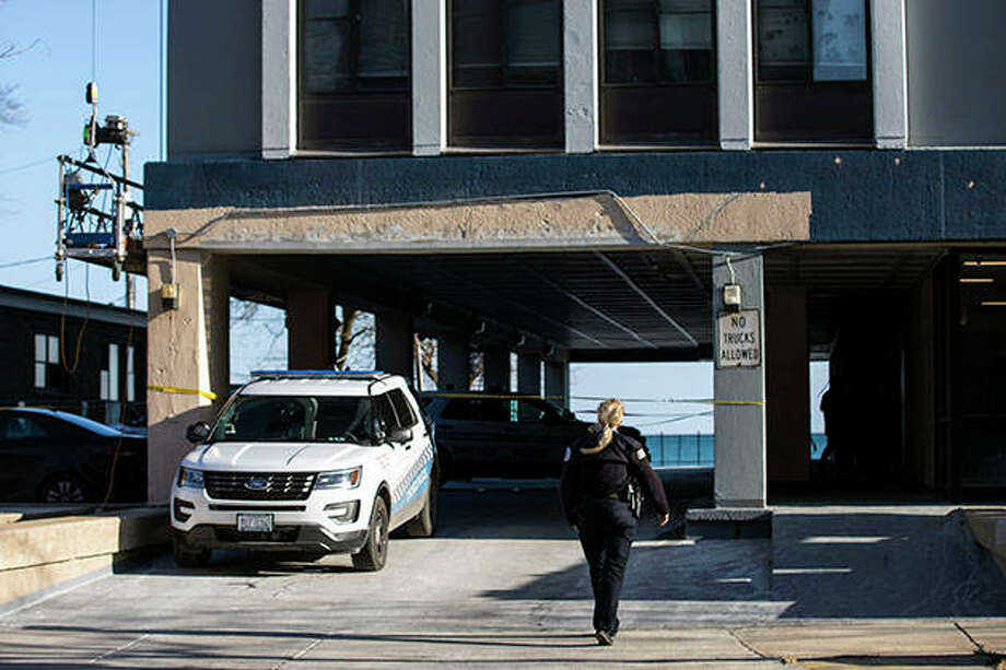 Chicago police say two toddlers are dead after a woman stabbed her father, left one of the children in a bathtub and threw the other child from an 11th-floor apartment before jumping herself. Photo: Ashlee Rezin Garcia | Chicago Sun-Times (AP)