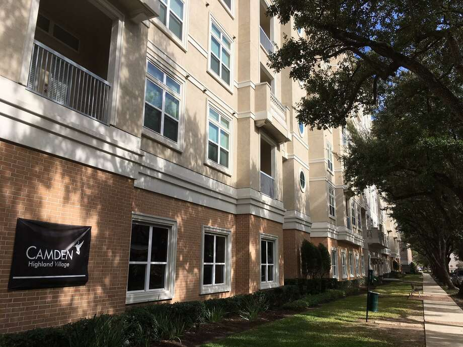 Camden Property Trust renamed the Aria at Willowick Park, Olympia at Willowick Park and The Townhomes at Willowick Park as Camden Highland Village. The property, totaling 552 units, was developed by Martin Fein Interests. Photo: Katherine Feser / Houston Chronicle
