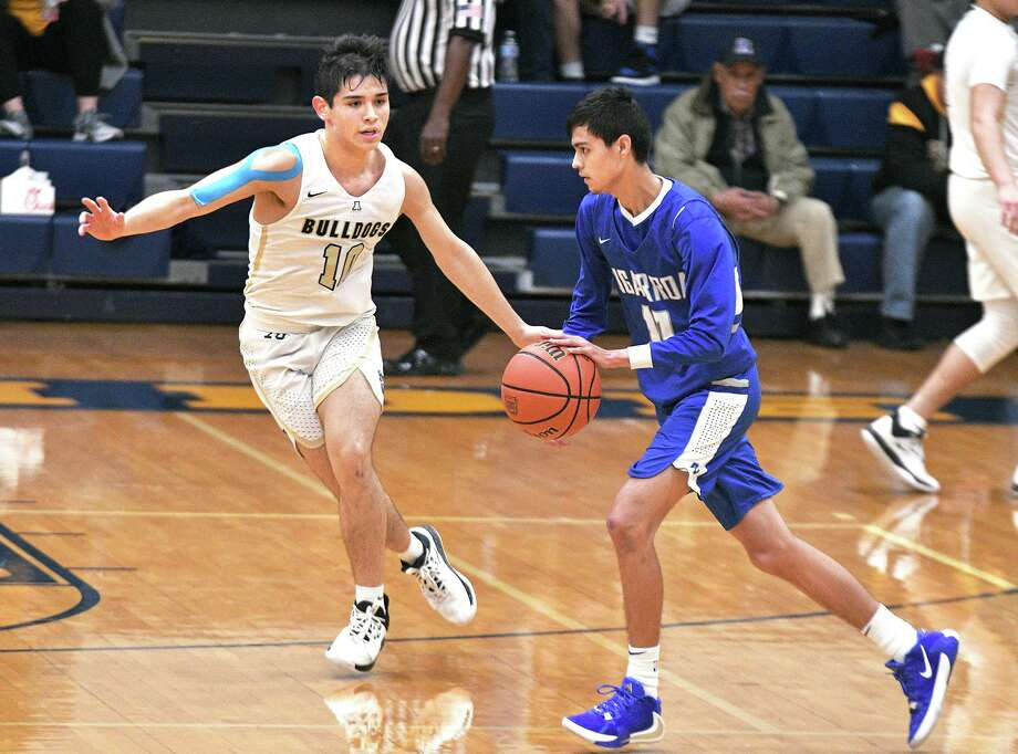Chris Cornejo and the Bulldogs are holding opponents to 49 points per game this season. Photo: Cuate Santos /Laredo Morning Times / Laredo Morning Times