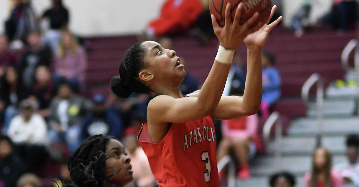 Atascocita sophomore guard Kori Fenner (3) drives to the hoop against Summer Creek senior Jakayla Randle early in the 3rd quarter of their District 22-6A matchup at Summer Creek High School on Friday, Jan. 3, 2020.